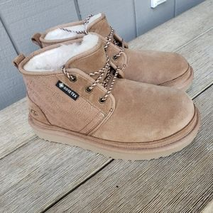 Uggs boots new 5y